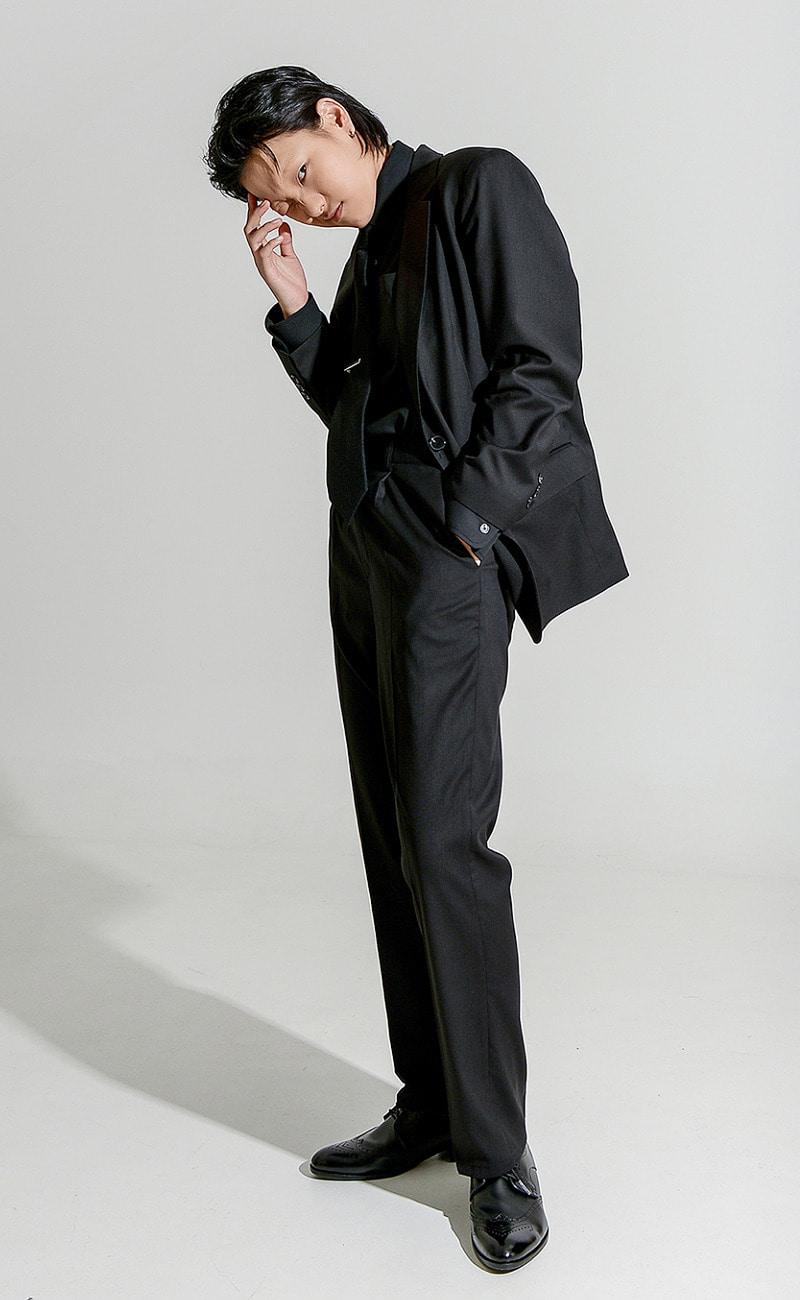 [예약발송] Tapered-Fit slacks / black