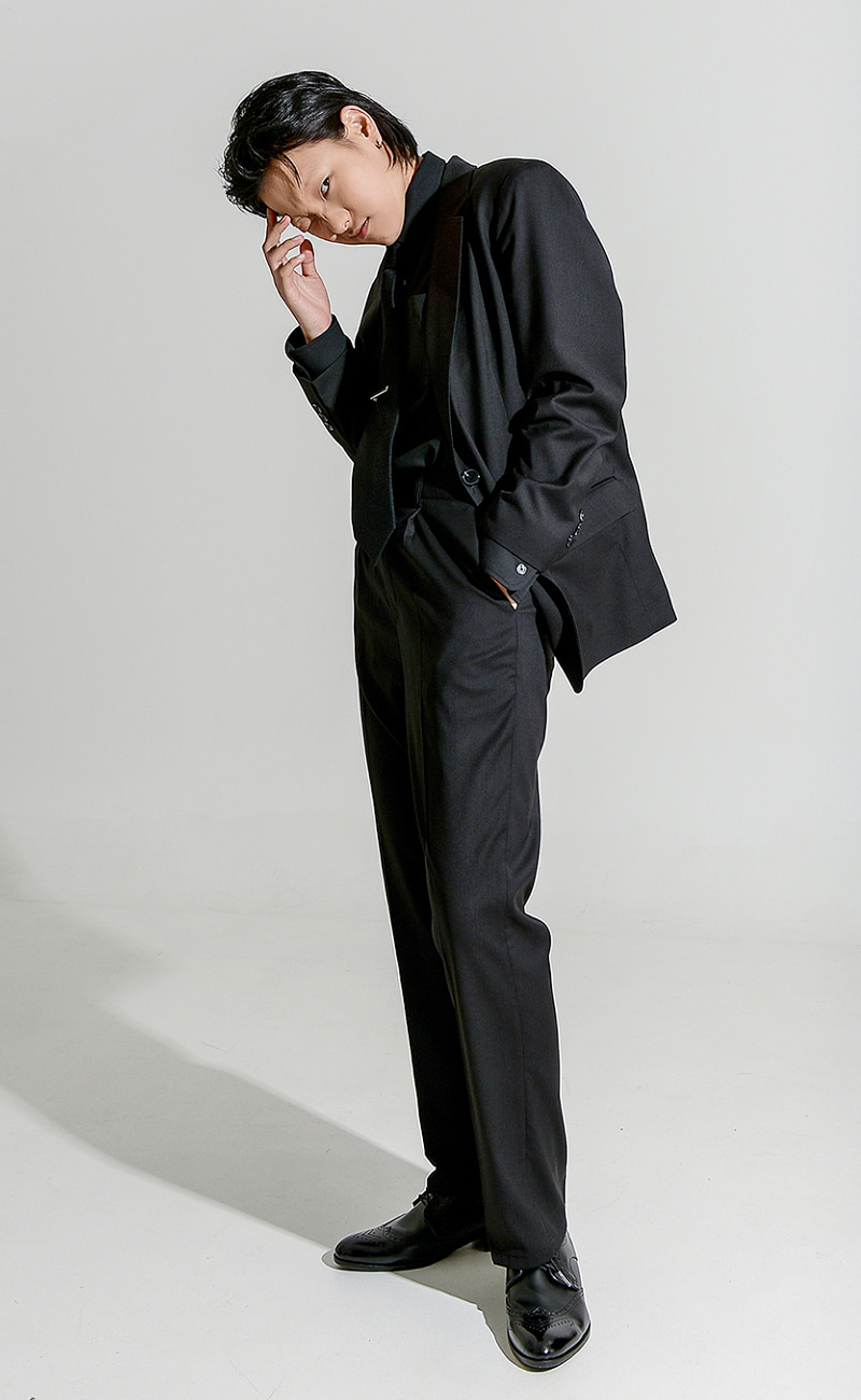 Tapered-Fit slacks / black